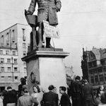 """""""Spitzbart, Bauch und Brille, ist nicht des Volkes Wille!"""" Losung auf dem Händel-Denkmal, Marktplatz Halle (Foto: Albert Ammer)"""